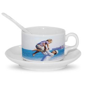 Кофейная чашка с ложкой и блюдцем
