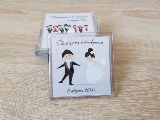 Акриловый свадебный магнитик на подарки гостям с именами