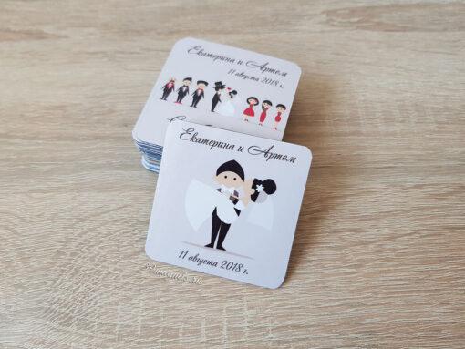Виниловый свадебный магнит держит на руках невесту