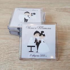 Милый свадебный магнит из пластика на подарки гостям