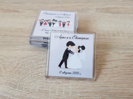 Акриловый свадебный магнит на подарки гостям на заказ с женихом и невестой