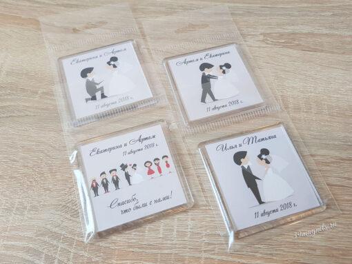 Пластиковые акриловые свадебные магнитики на подарки гостям от молодых