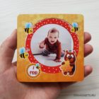 Магнит с фото ребенка в рамке с пчелами