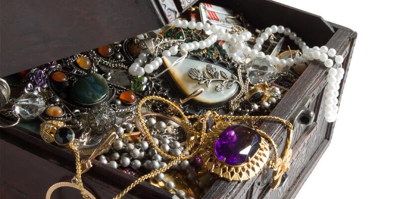 Шкатулка для украшений - хороший подарок на новый год