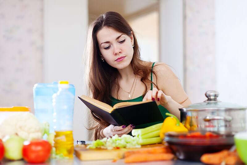 Кулинарная книга - хороший подарок для женщины