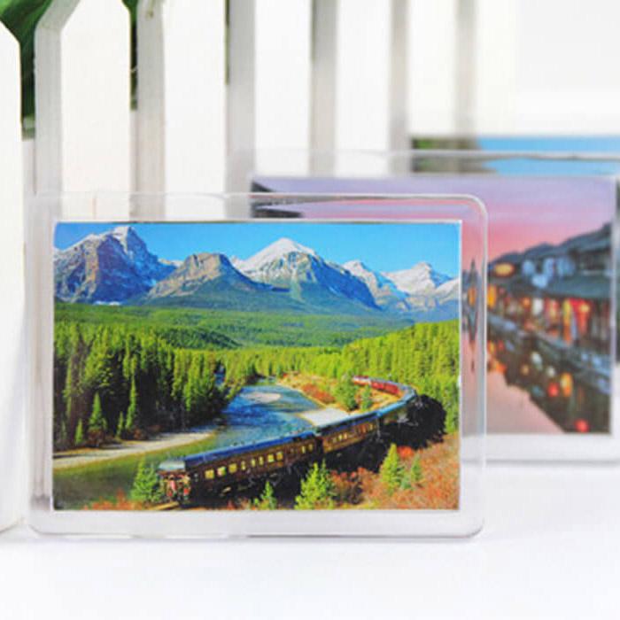Акриловый пластиковый магнит с фото 5.5 на 8 см.